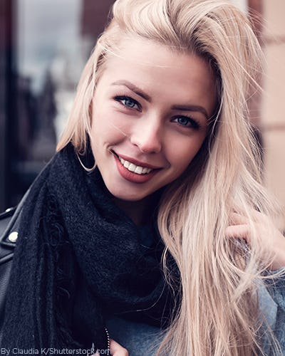 Young woman wearing a black knit scarf and black leather jacekt