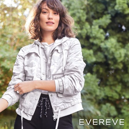 Sport-Inspired Details: Zip-Out Hoodies from Evereve