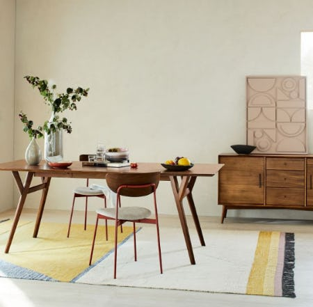 The Mid-Century Expandable Dining Table